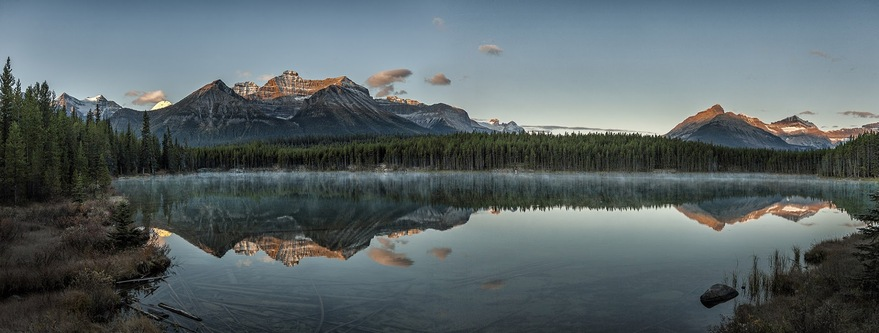 位於 Banff National Park 與 Jasper National Park 之間的 Icefields Parkway,即 Highway 93。